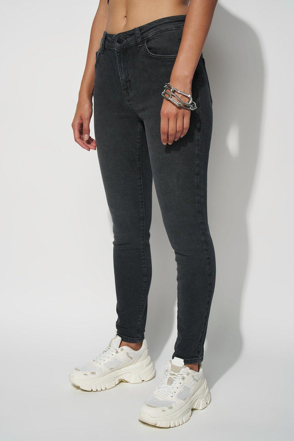 Mid Rise Slim Jeans ST102