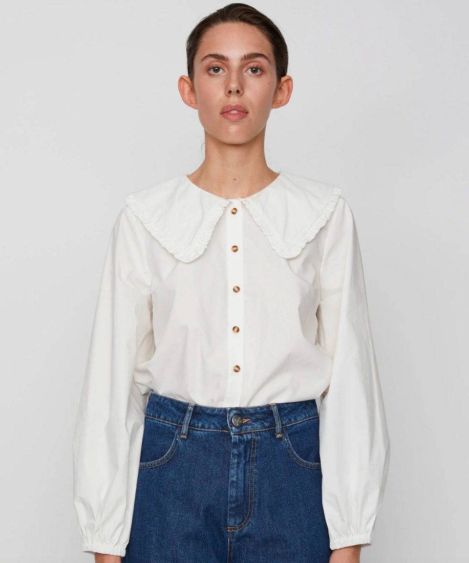 JUST FEMALE Weiße Bluse mit übergoßem Kragen
