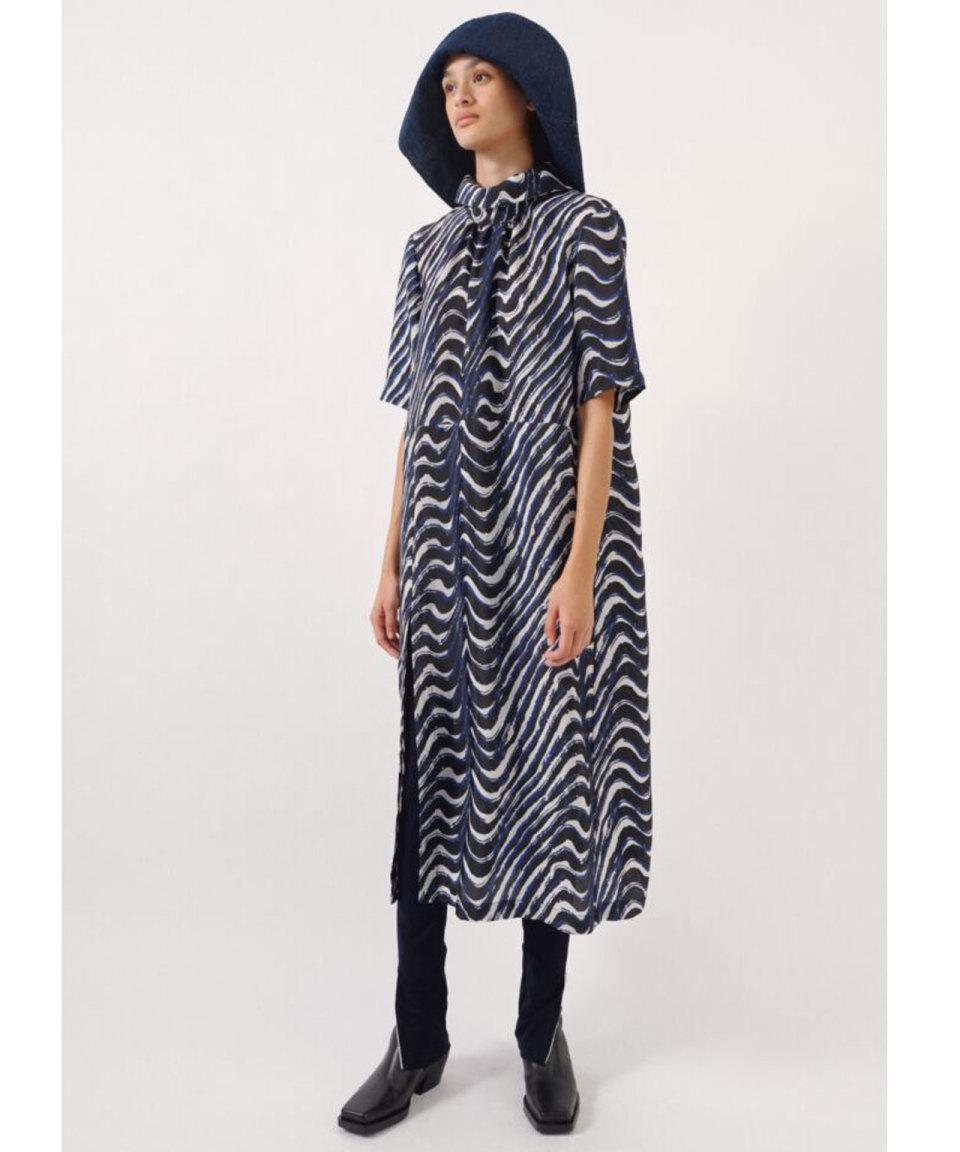 BAUM UND PFERDGARTEN Blau gemustertes Kleid