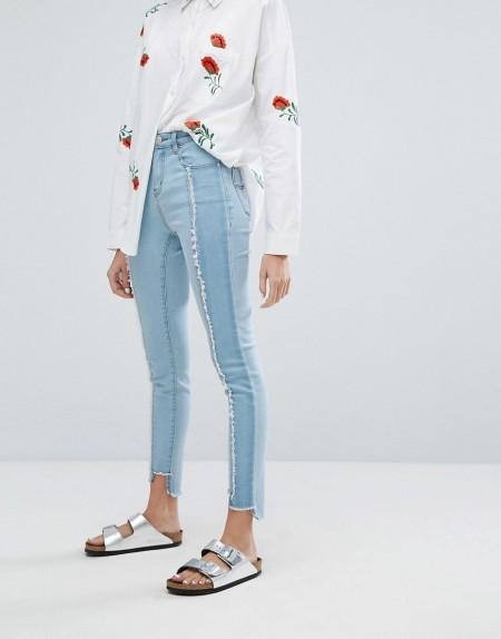 Neon Rose - Enge Jeans mit ausgefransten Einsätzen im Used-Look - Blau