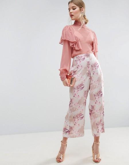 ASOS - Kurz geschnittene Hose mit weitem Bein, Blumenprint und Druckknöpfen - Mehrfarbig
