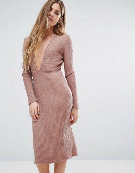 NYTT - Langärmliges Kleid mit tiefem Dekolleté in Rosa - Rosa
