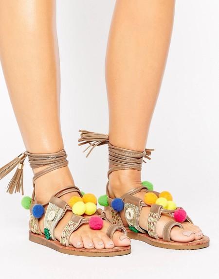 Glamorous - Mehrfarbige, flache Sandalen mit Schnürung und Bommel - Mehrfarbig