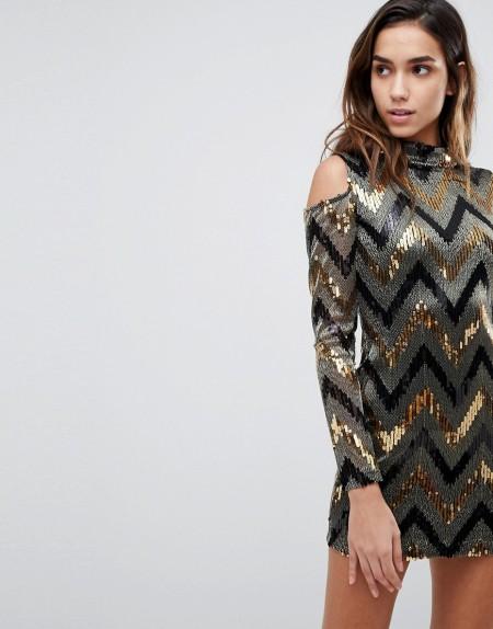 AX Paris - Party-Kleid mit Schulteraussparungen und mehrfarbigem Chevron-Paillettendesign - Gold