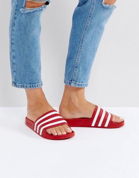 adidas Originals - Adilette - Sandalen in Rot - Rot