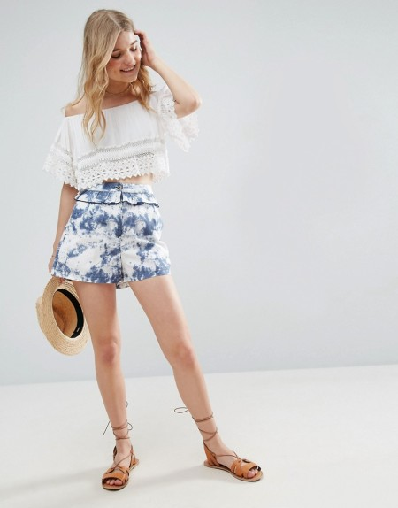 ASOS - Batik-Shorts mit Rüschen - Mehrfarbig