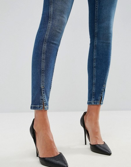 ASOS - LISBON - Skinny-jeans mit mittelhohem Bund und gedrehten Säumen in verwaschenem Mittelblau - Blau