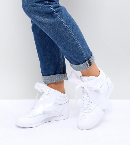 Reebok - Classic Freestyle - Knöchelhohe Sneaker aus Satin in Weiß - Weiß