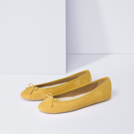 Flattered: Neu! Anna Mustard Veloursleder