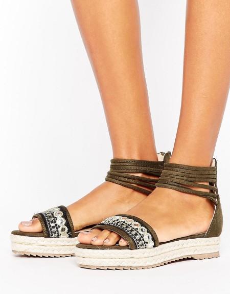Missguided - Sandalen mit flachem Plateauabsatz und Stickerei - Grün