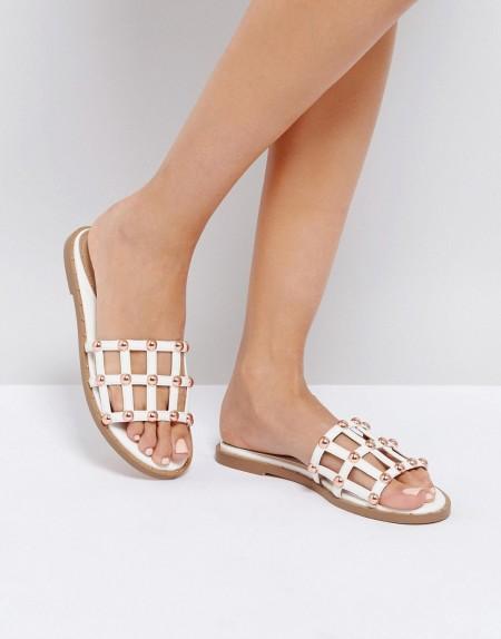 Missguided - Sandale mit Nietendetail - Weiß