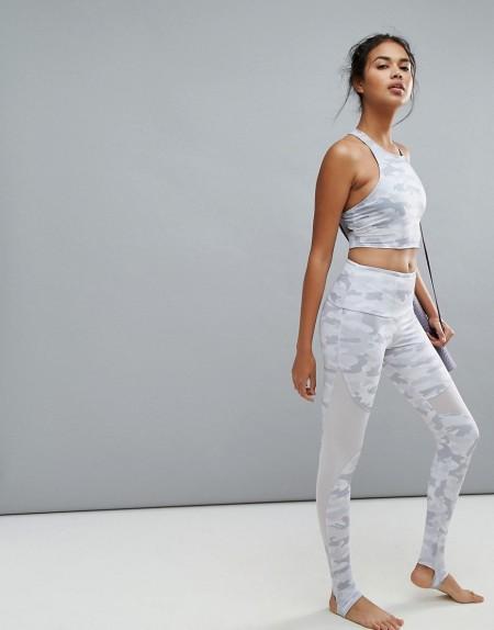 Onzie - Leggings mit Steg und Netzstoffeinsatz mit Military-Muster - Mehrfarbig