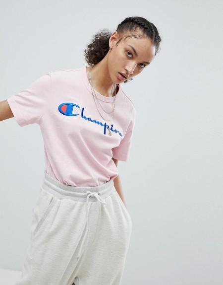 Champion - T-Shirt mit Rundhalsausschnitt und Schriftlogo - Rosa