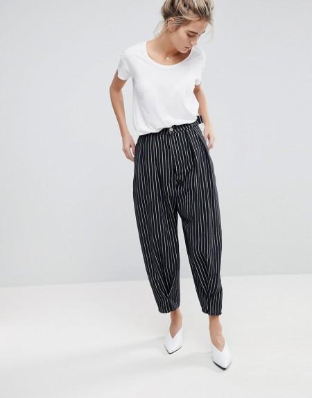 ASOS - Ballon-Jeans mit schwarz-weißen Streifen und gedrehter Ziernaht - Mehrfarbig