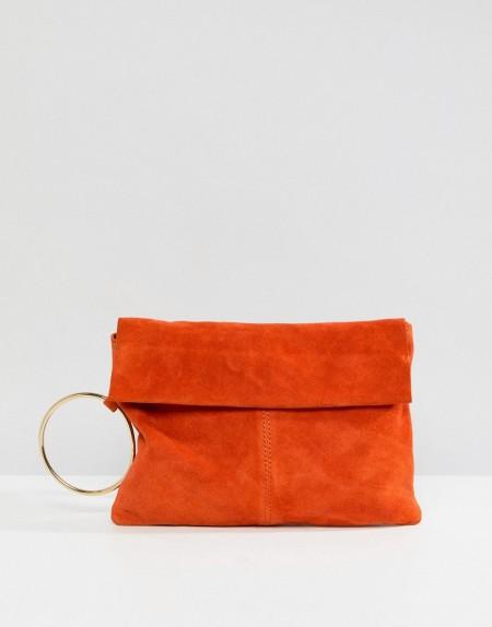 ASOS - Handtasche aus Wildleder mit ringförmigem Henkel - Orange