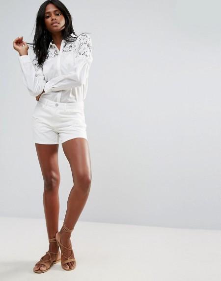 VILA: Vila - Zerschlissene Jeans-Shorts in verwaschenem Weiß - Weiß