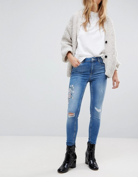 Miss Selfridge - Enge Jeans mit Stickerei - Blau