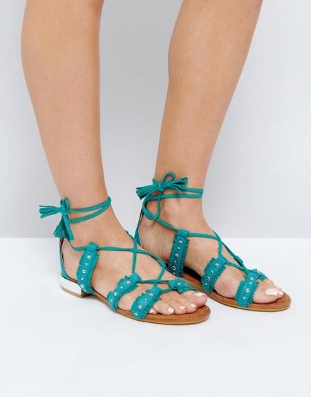 Glamorous - Flache Sandalen mit Nietendetail zum Schnüren - Grün
