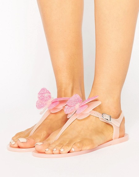 Miss KG - Dina - Gummisandalen mit Zehensteg und Schmetterlingsdesign - Beige
