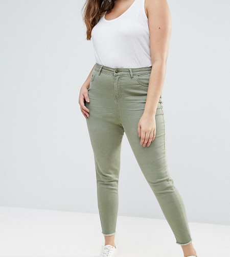 New Look Plus: New Look Curve - Skinny-Jeans in farbiger Waschung - Grün