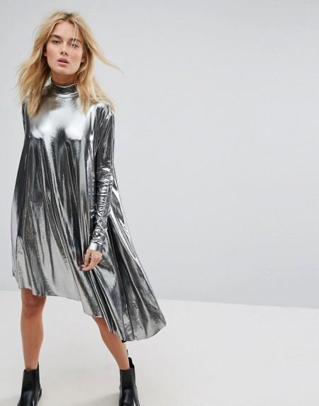 Weekday - Asymmetrisches Kleid in Metallic - Schwarz