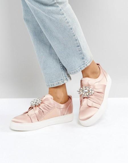New Look - Verzierter Satin-Sneaker mit Brosche - Rosa