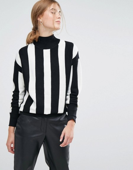 Moss Copenhagen - Hochgeschlossener Pullover mit Streifen - Schwarz