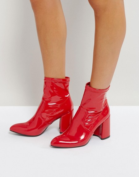 QUPID: Qupid - Enganliegende Stiefel aus Textil mit Blockabsatz - Rot