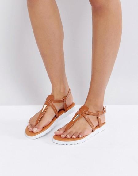 London Rebel - Flache Sandalen mit Zehensteg und Metallverzierung - Bronze