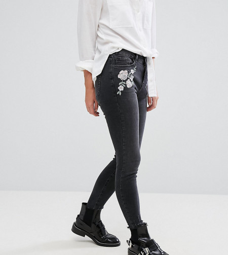 New Look Petite - Schmale Jeans mit Stickerei - Grau