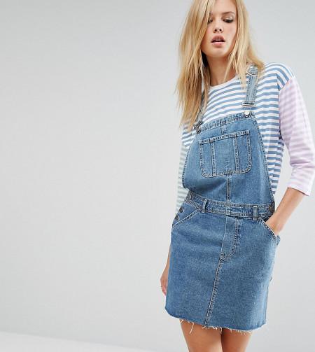 ASOS Tall: ASOS TALL - Jeans-Latzkleid in Midwash-Blau - Blau