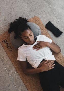 Meditation pillow halfmoon shape – Warm grey